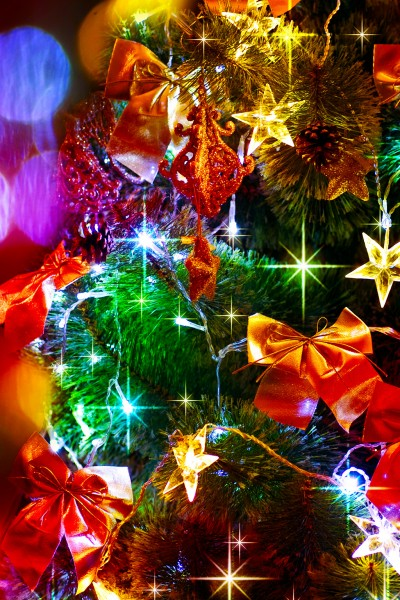 holiday-decorations-bows-stars-christmas-tree