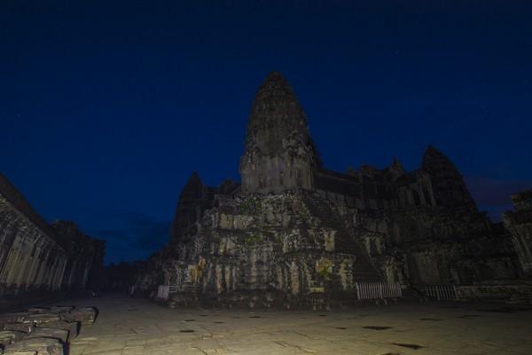 Ночь в Ангкоре…