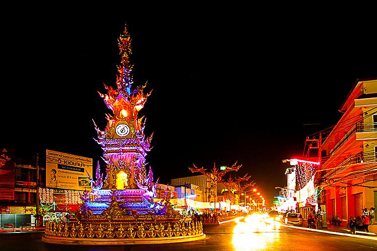 Башня с часами в Чианг Рае.