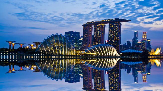 514555-R3L8T8D-650-singapur-al-anochecer